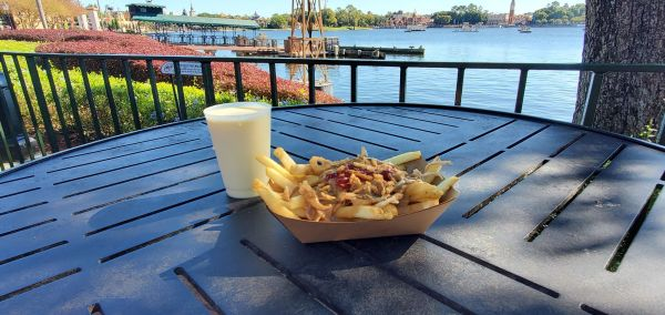 Enjoy Holiday Eats and Drinks at Refreshment Port 1