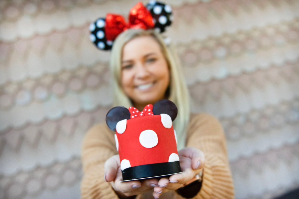 Rock Your Dots With This Adorable Minnie Mouse Cake!