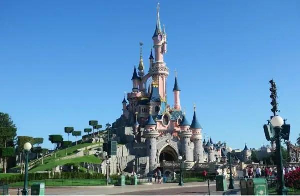 Disneyland Paris Corona Virus Update as Cast Member Tests Positive