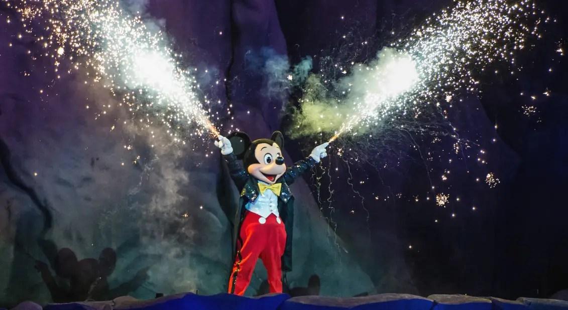 Disney Cast Members recreate Fantasmic! The Living Room Edition