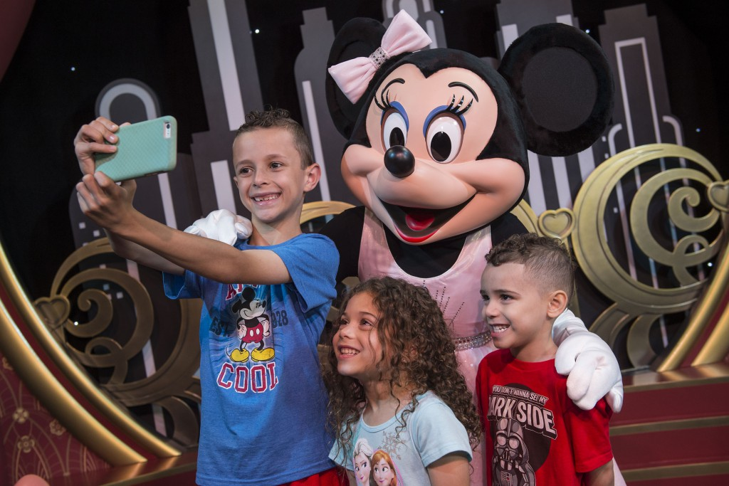 Disney World Photopass Photographers no Longer Using Guests Phones/Cameras