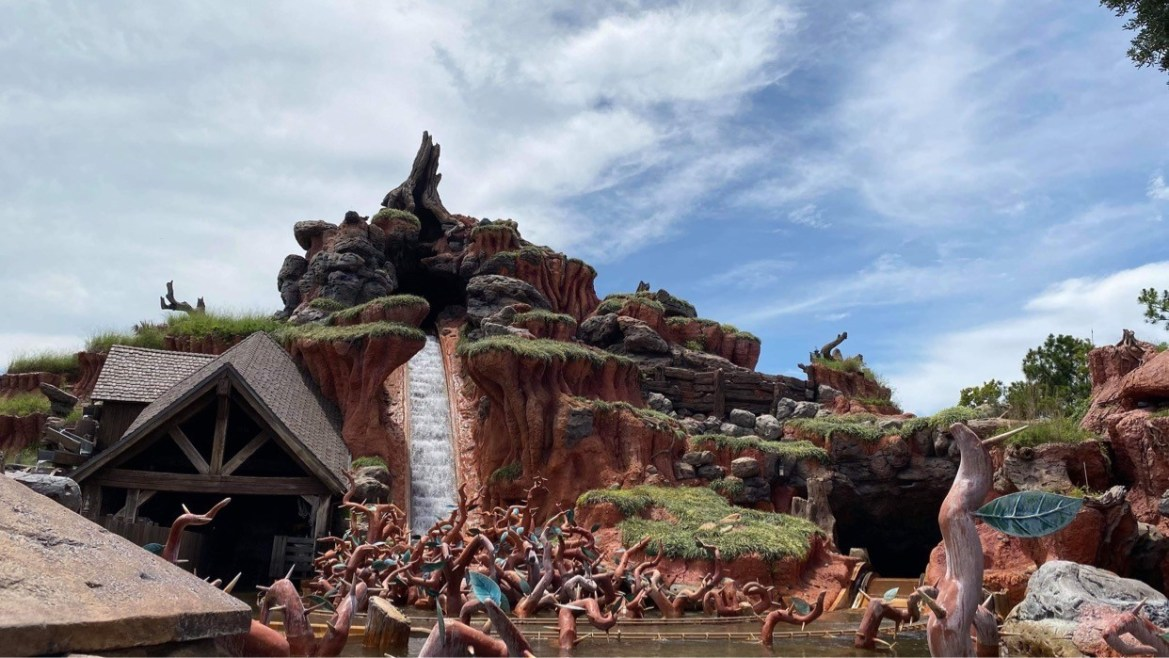 Splash Mountain Boat sinks forcing evacuation