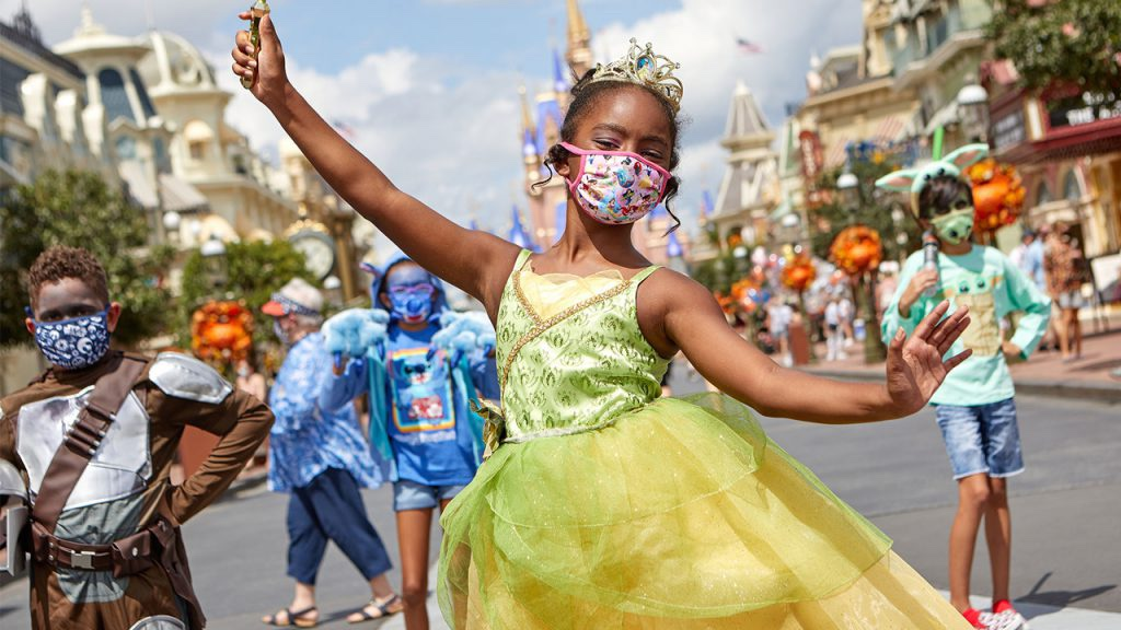 Disney Cosmetologists Share Halloween Mask Friendly Makeup Tips!