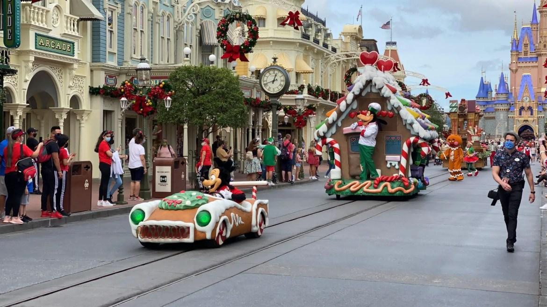 Goofy & Friends Holiday Cavalcade spreading Christmas Cheer in the Magic Kingdom