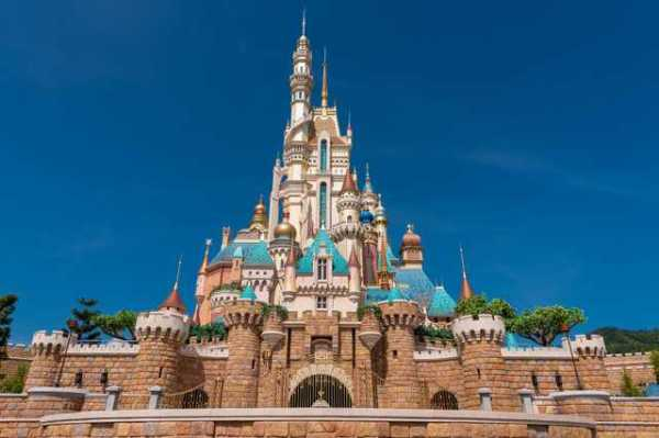 Hong Kong Disneyland Unveils New Castle of Magical Dreams 1