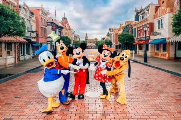 Hong Kong Disneyland Unveils New Castle of Magical Dreams 4