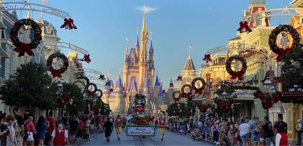 Governor DeSantis praises Disney World meanwhile Disneyland remains closed 1
