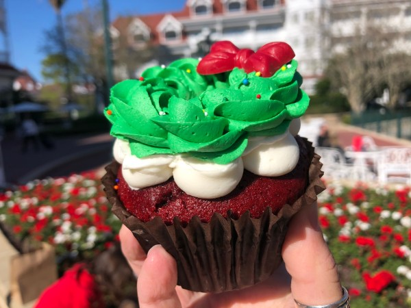 This Red Velvet Wreath Cupcake is the Perfect Disney Treat for the Holidays 1