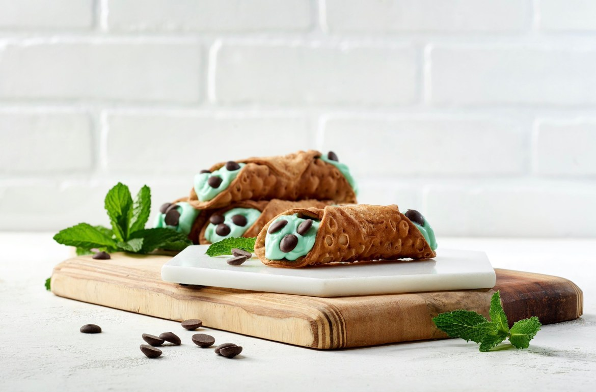 Disney Springs Now Serving The Freshest Mint Cannoli At Vivoli il Gelato!