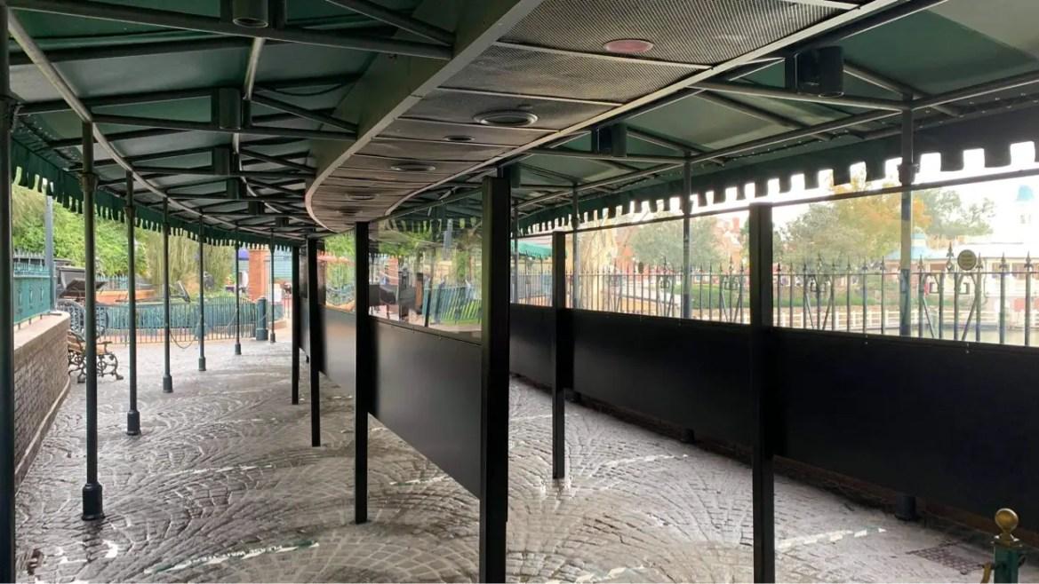 Haunted Mansion Queue now has new Plexiglass Dividers