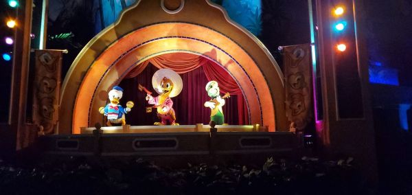 donald duck replaced by a plant gran fiesta tour
