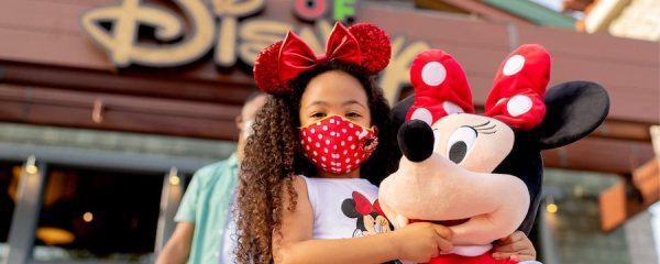 Disneyland Annual Passholders take advantage of 30% off merch discount before AP is gone 1