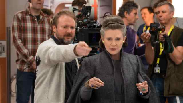 Rian Johnson directing Carrie Fisher as Leia Organa in Star Wars: The Last Jedi