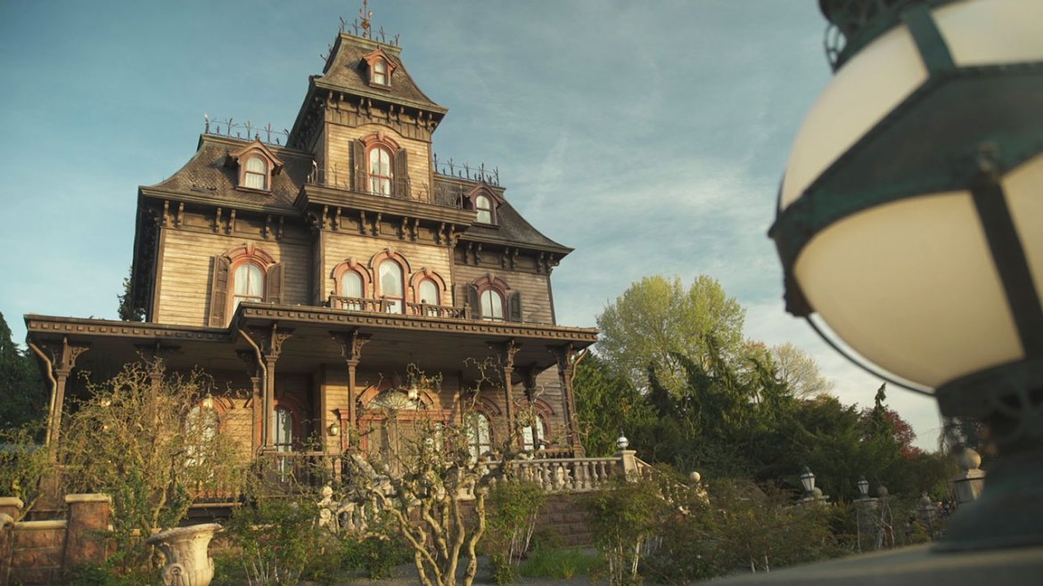 Take a Virtual Ride through the Phantom Manor at Disneyland Paris