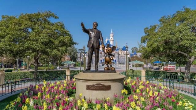 Disneyland Cast Members called back to work! 1
