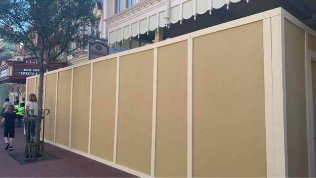Construction walls go up around Main Street Confectionery in the Magic Kingdom 4