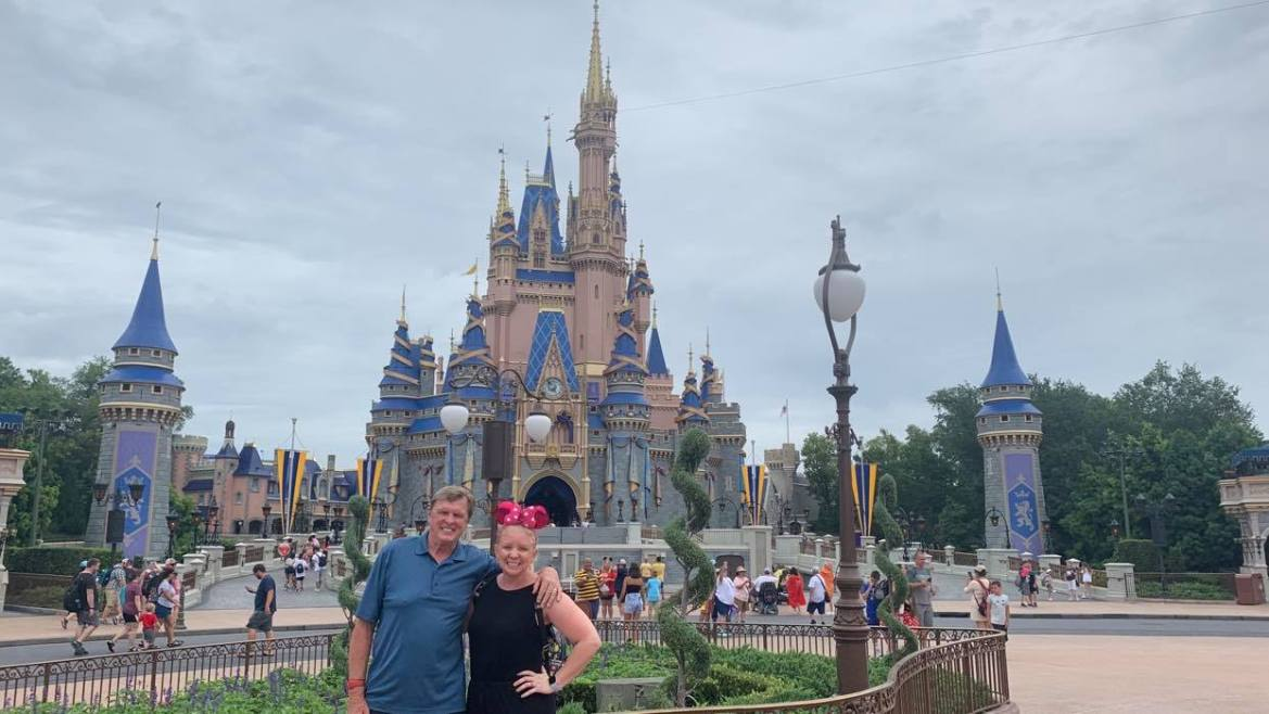 Disney Cast Members can once again use guests phones for photos