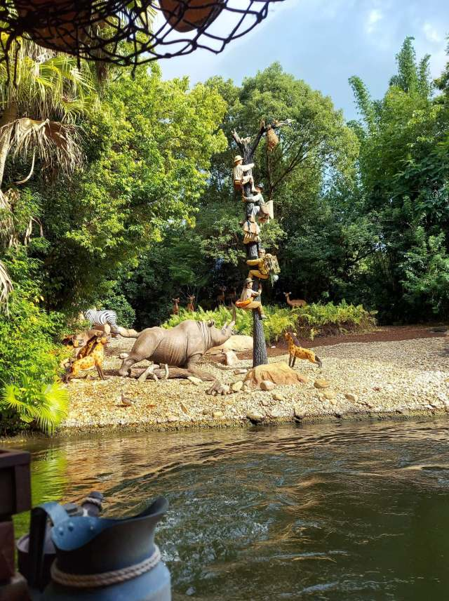 New Building Replaces the Pygmy Hut on the Jungle Cruise 1