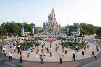 Disney is requiring all US Salary & Hourly Non-Union Cast Members to get vaccinated 25