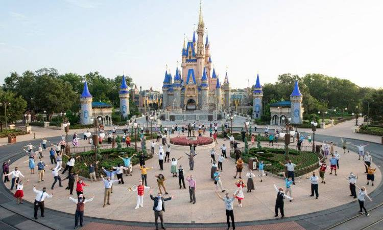 Disney is requiring all US Salary & Hourly Non-Union Cast Members to get vaccinated 1