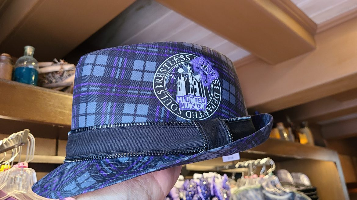 Haunted Mansion Fedora spotted at Walt Disney World is perfect for any time of year