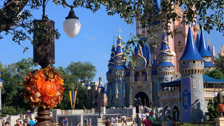Cast Member Unions in talks with Disney over vaccine requirements