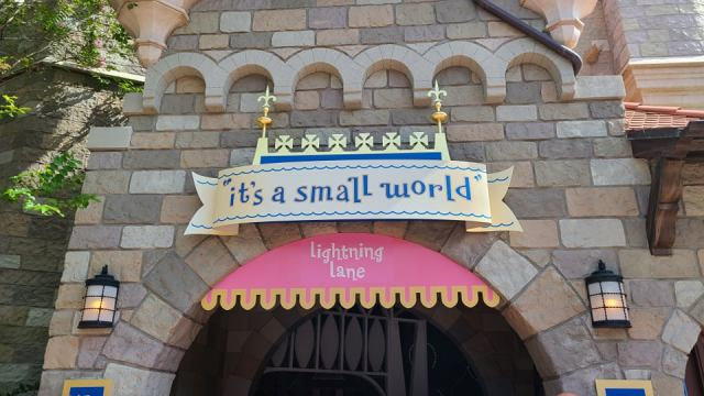 Lightning Lane replace Fast Pass Signs in the Magic Kingdom 1