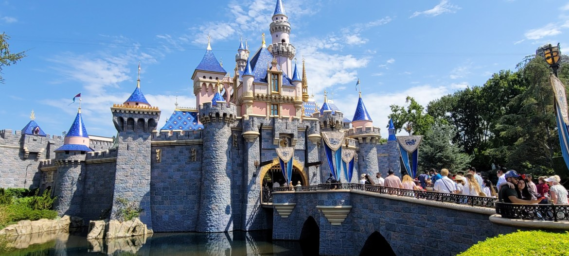 Disneyland & California Adventure extends theme park hours on select days in October