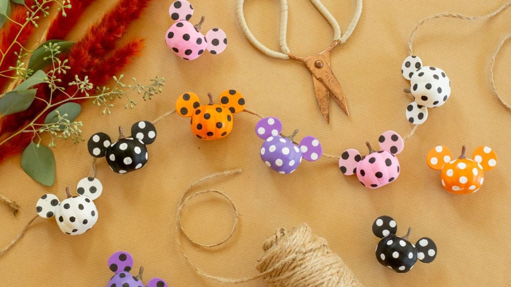 This Mickey Pumpkin Garland DIY Is The Perfect Fall Decor!