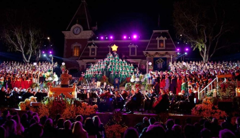 Dates for Disneyland's 2021 Candlelight Processional revealed 1