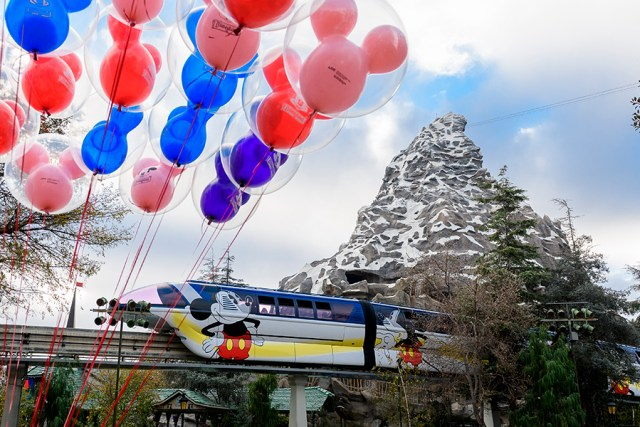 Disneyland Monorail to return to service on October 15th 1