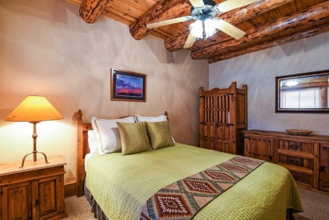 Accommodations Ridgway Colorado Hotel with queen size bed