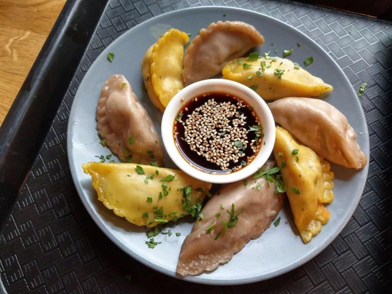 momos餃子:「南瓜鷹嘴豆」與「西蘭花香菇豆腐」