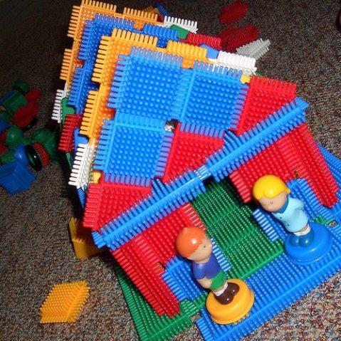 konstruktor-bristle-block-1