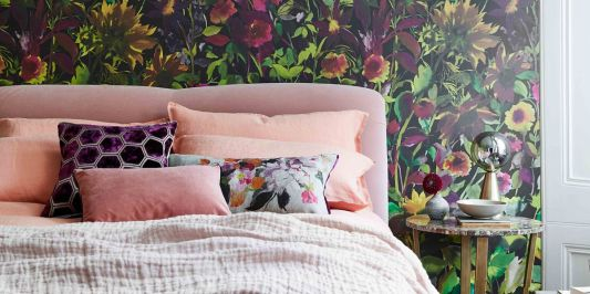 Decorate your Bed with Throw Pillows