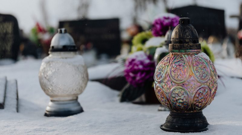pexels karolina grabowska 6769950 scaled Cremation Urns