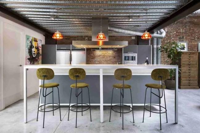 at house tours 2020 01 Lula Poggi PHOTO 04 Commercial Kitchen Standard Design