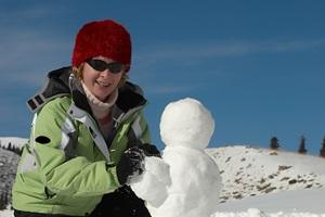 woman-building-snowman-200-300
