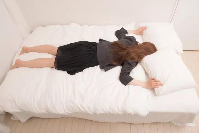 うつ伏せで寝ていることで首のゆがみがおきて肩こりになる