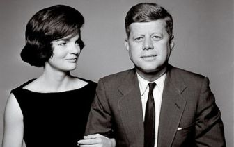 cropped_Jackie_JFK_John_F_Kennedy_engagement_anncmnt_photos_Richard_Avedon