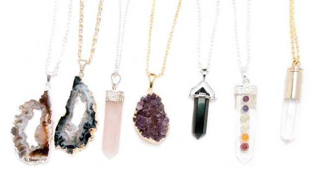 5 Advantages of Gifting Your Friend Crystal Necklaces