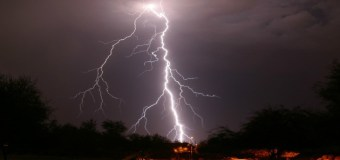 Meteorología informa aguaceros dispersos con tronadas aisladas debido a onda tropical y vaguada