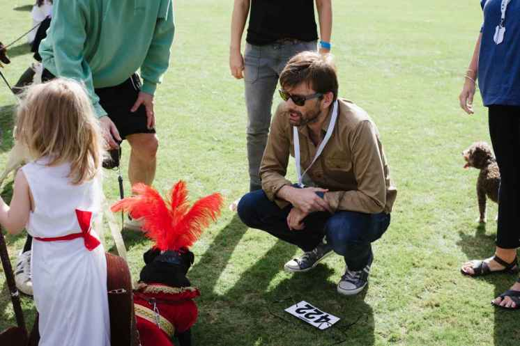 IMAGE - David Tennant talking to contestant in Fancy Dress Competition 2016__web