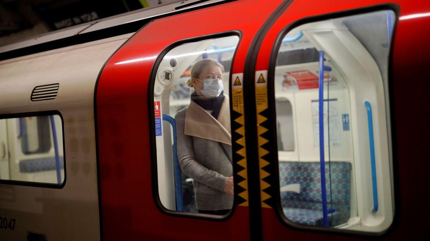 skynews-tube-london-underground_4988000