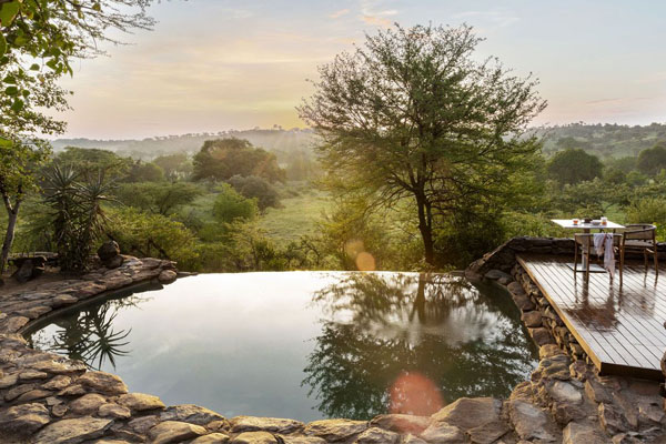 enkosi-africa-safari-tanzania-serengeti-grumeti-singita-faru-faru-lodge-pool-with-a-view_web 6x4