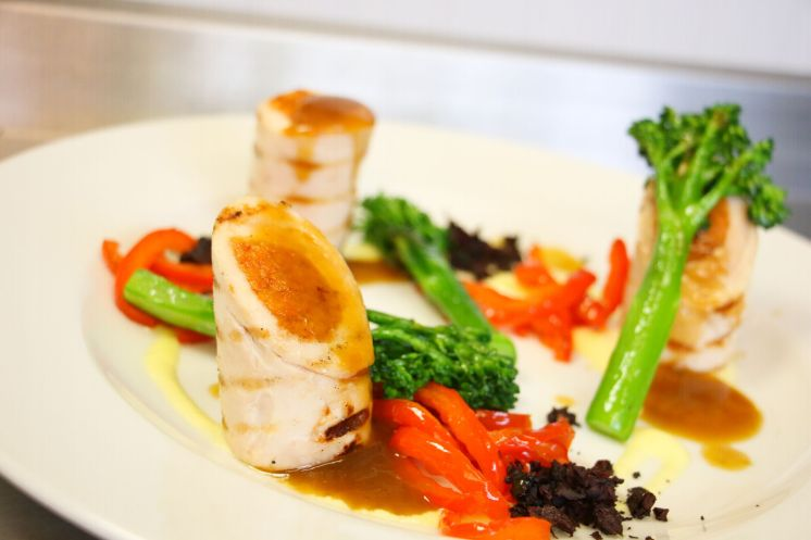 Chicken ballotine with red pepper and chorizo_web