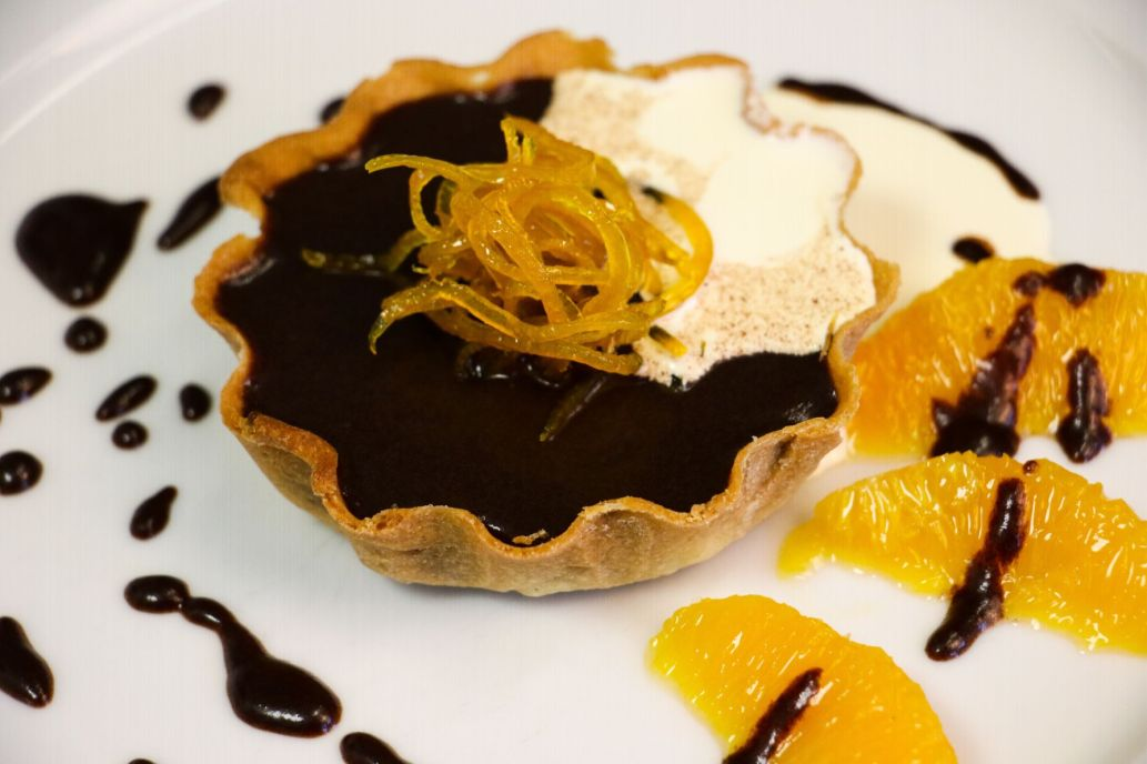 Chocolate tart with caramelised oranges_web