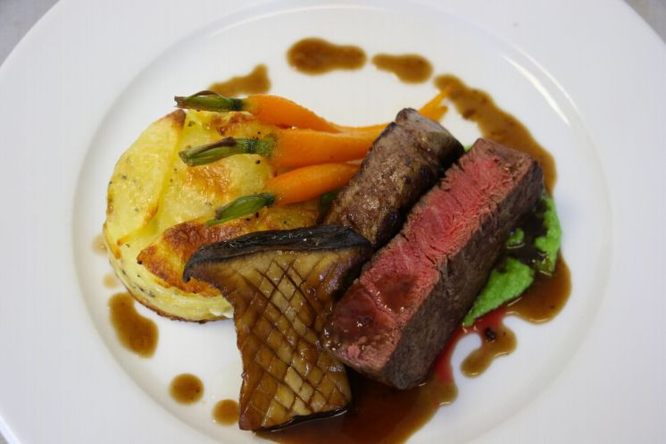 Fillet of beef with dauphinoise potatoes, glazed carrots, king oyster mushrooms and a rich 7-hour jus_web