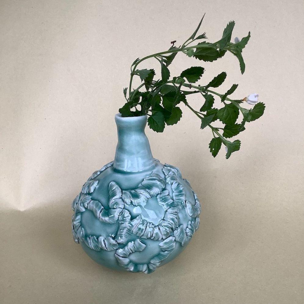 Single flower porcelain bottle
