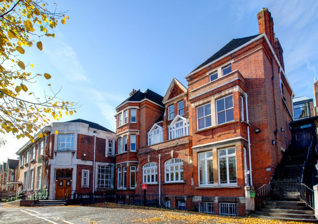 Chiswick Public Library, A Mc Murdo
